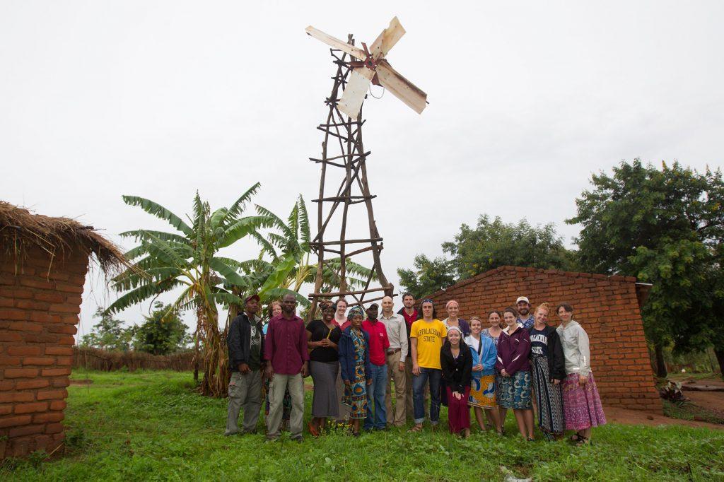 """""""William y el molino de viento"""". La historia del joven que salvó a su pueblo de la hambruna 2"""