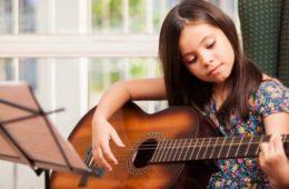 Si quieres que tu hijo se desarrolle, quítale el iPad y dale una guitarra 4