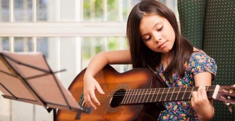 Si quieres que tu hijo se desarrolle, quítale el iPad y dale una guitarra 1