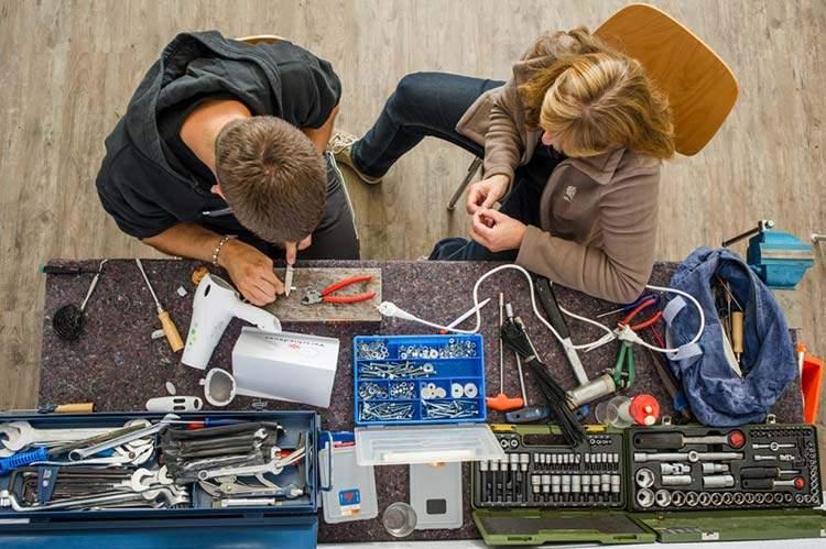 Repair Cafés: reparar en vez de tirar. Iniciativa contra el consumismo. 1