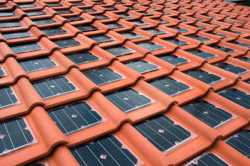 Las tejas solares que permiten que cada casa sea una central eléctrica autosostenible 1