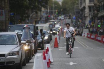 Barcelona ofrecerá transporte público y gratuito a quienes se deshagan de su automóvil contaminante 40