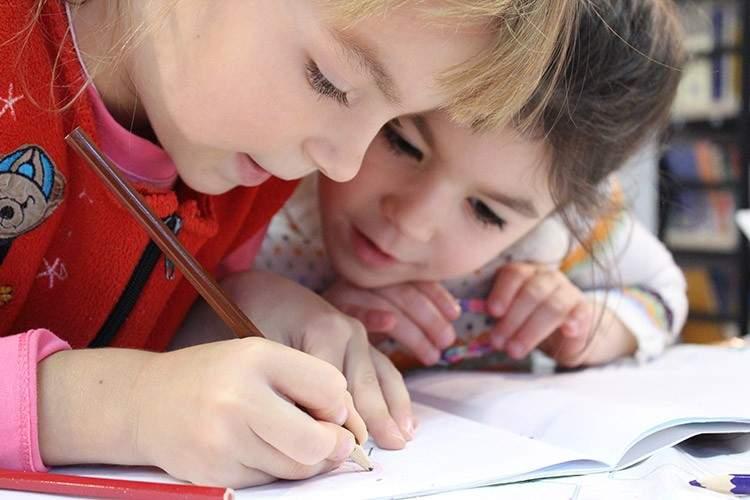 Este precioso corto nos enseña que educar no es llenar la mente, sino expandirla 1