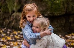 ¿Por qué no debemos obligar a los niños a dar un beso o un abrazo? 12