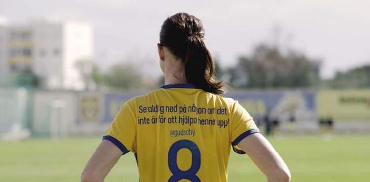 Las jugadoras suecas cambian los nombres de sus camisetas por importantes mensajes para ti 2