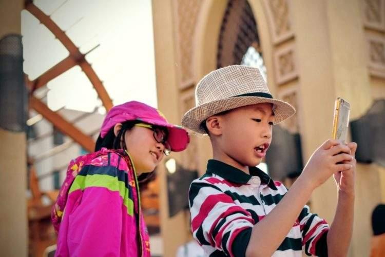 El contrato entre padres e hijos más imitado: 18 puntos que deben respetar antes de comprarles un móvil 2