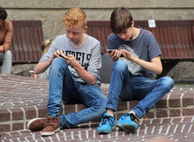 El contrato entre padres e hijos más imitado: 18 puntos que deben respetar antes de comprarles un móvil 4
