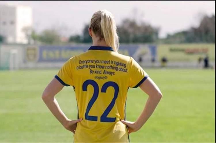 Las jugadoras suecas cambian los nombres de sus camisetas por importantes mensajes para ti 3