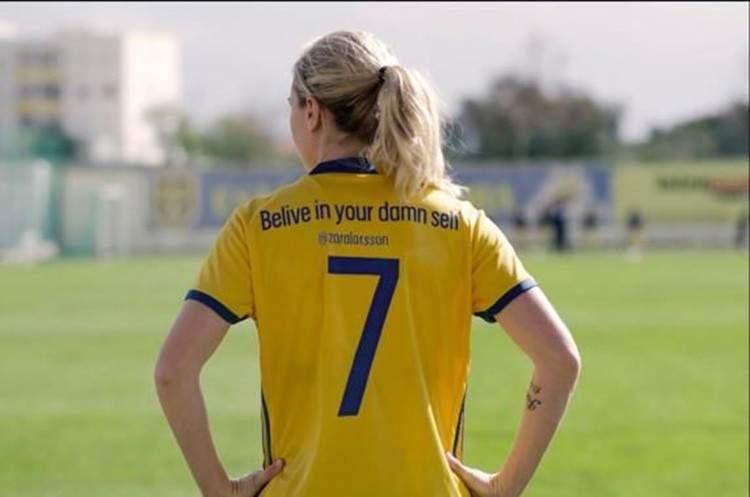 Las jugadoras suecas cambian los nombres de sus camisetas por importantes mensajes para ti 4