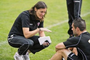 Corinne Diacre, la entrenadora que desafía el fútbol masculino francés: la mejor de la Liga2 14