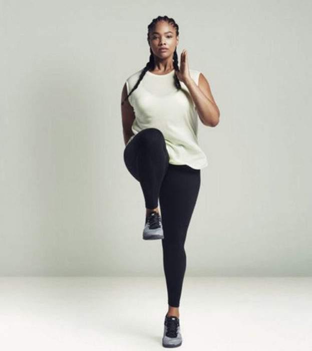 Nike continúa su apuesta por la diversidad y lanza una polémica línea de ropa con talla extragrande 4