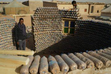 El joven ingeniero que construye casas con botellas de plástico para luchar contra el desierto 8