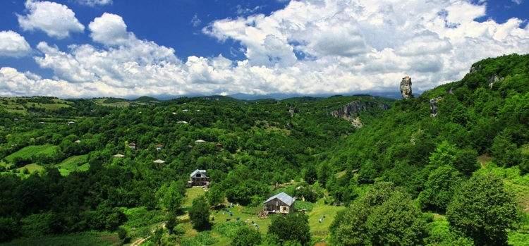 La vida en lo alto de una roca: Katskhi Pillar, el hogar de un monje georgiano 3