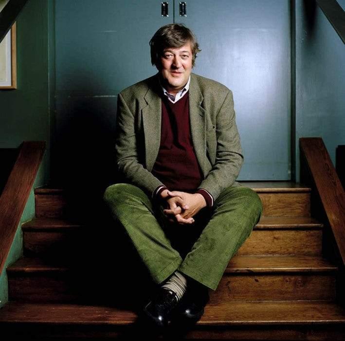 """El actor Stephen Fry, investigado por blasfemia: """"Dios es un maníaco y un egoísta"""". ¿Estás de acuerdo? 1"""