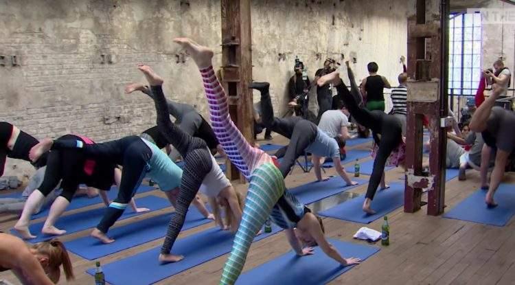Beer Yoga: la pasión por el yoga y la cerveza unidos en una nueva disciplina 1