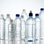 La primera gran cadena de supermercados que se niega a seguir vendiendo botellas de agua de plástico