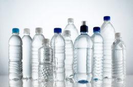 La primera gran cadena de supermercados que se niega a seguir vendiendo botellas de agua de plástico 18