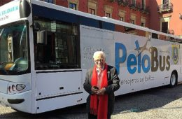 """El """"PeloBus"""" que recorre el país ofreciendo corte de pelo y aseo básico para personas sin recursos 6"""