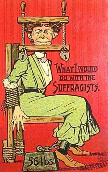 """Estas postales propagandísticas de principios del siglo XX muestran lo """"peligrosos"""" que eran los derechos de las mujeres 9"""