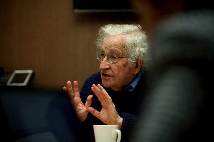 """Ellos entendieron que era más sencillo crear consumidores que someter a esclavos"" Chomsky 2"