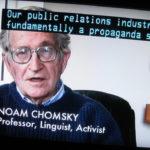 Los 100 libros que te recomienda Chomsky para poder saber la verdad