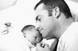 Los padres también experimentan cambios hormonales que les ayudan a cuidar de sus bebés 14