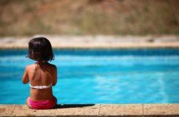 ¿Conoces la norma 10/20? Salvará la vida de tu hijo cuando se bañe en la piscina 2