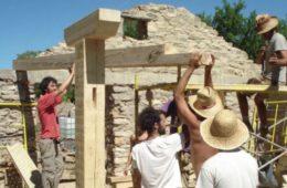 Piden prisión a un grupo de jóvenes por rehabitar un pueblo abandonado 14