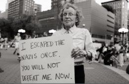 Una anciana que escapó del Holocausto planta cara a los neonazis de Charlottesville y se convierte en la heroína de EE.UU. 6