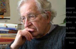 """Chomsky: """"los escándalos de Trump son solo una distracción para esconder lo que pasa detrás"""" 20"""