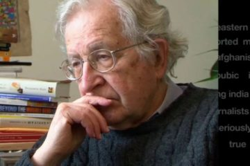 """Chomsky: """"los escándalos de Trump son solo una distracción para esconder lo que pasa detrás"""" 5"""