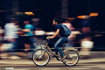 Un adolescente rumano diseña un cargador de móvil para la bici por 4€ 8