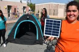 Unas adolescentes diseñan una increíble tienda de campaña para personas sin hogar 18