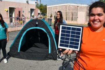 Unas adolescentes diseñan una increíble tienda de campaña para personas sin hogar 8