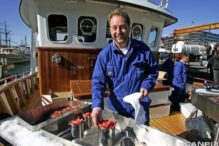 Dona su fortuna para construir un buque que limpiará los océanos 2