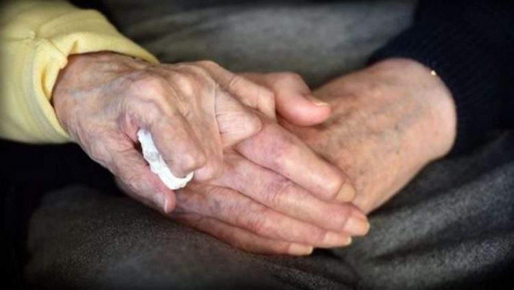 Una anciana de 98 años se traslada a una residencia para cuidar de su hijo de 80 3
