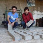 Los ladrillos ecológicos hechos a partir de botellas de plástico que se llevaron el primer premio del Desafío Google