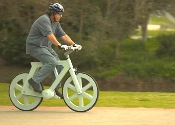 Esta es la revolucionaria bicicleta hecha de material reciclado que cuesta solo 7€ 3