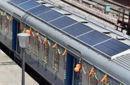 India inaugura sus primeros trenes provistos de paneles solares 16