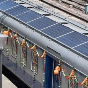 India inaugura sus primeros trenes provistos de paneles solares 1