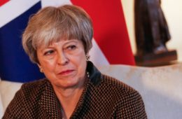 Reino_Unido-Theresa_May-españoles