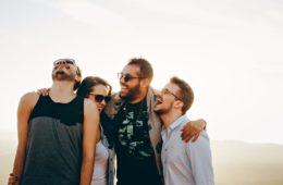 Estos son los 3 tipos de amistad que definió Aristóteles, ¿los reconoces? 8