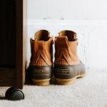 Si te quitas los zapatos al entrar en casa estás en lo cierto, la ciencia lo avala