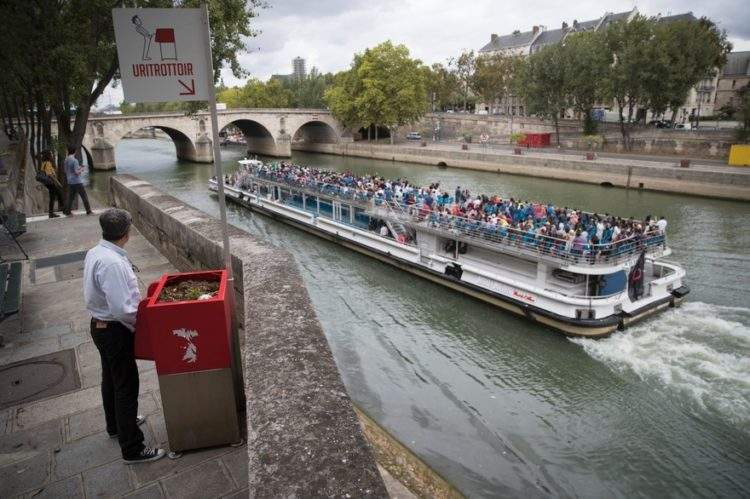 Uritrottoir: urinarios públicos parisinos para evitar orinar en las calles (y abonar las plantas) 2