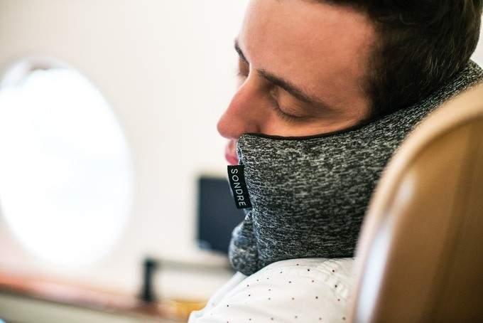 Diseñan la almohada de viaje perfecta: compacta, cómoda y multifuncional 1