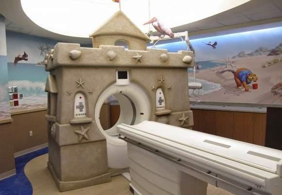 Estudiantes de Bellas Artes pintan el Área de Oncología Infantil del Hospital General Universitario de Alicante 17