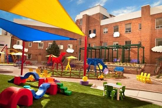 Estudiantes de Bellas Artes pintan el Área de Oncología Infantil del Hospital General Universitario de Alicante 4