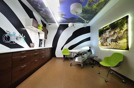 Estudiantes de Bellas Artes pintan el Área de Oncología Infantil del Hospital General Universitario de Alicante 12