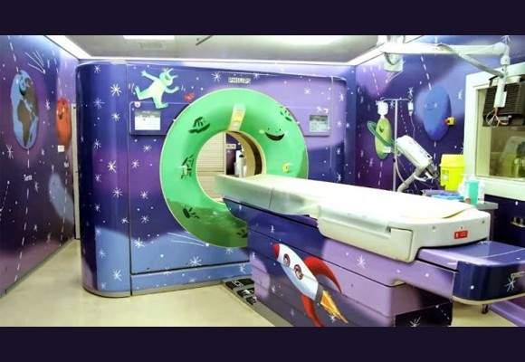 Estudiantes de Bellas Artes pintan el Área de Oncología Infantil del Hospital General Universitario de Alicante 1