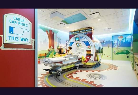 Estudiantes de Bellas Artes pintan el Área de Oncología Infantil del Hospital General Universitario de Alicante 16